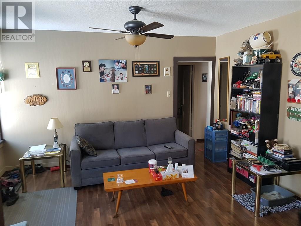 326 2nd St Ne, Weyburn, Saskatchewan  S4H 0V3 - Photo 3 - SK721020