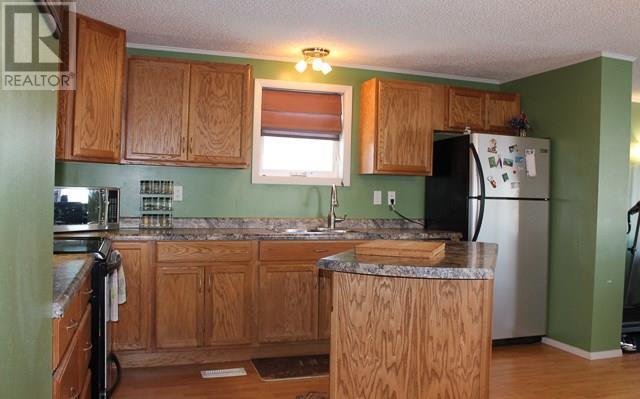 212 Park Ave, North Portal, Saskatchewan  S0C 1W0 - Photo 1 - SK713650
