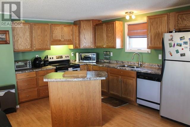 212 Park Ave, North Portal, Saskatchewan  S0C 1W0 - Photo 2 - SK713650