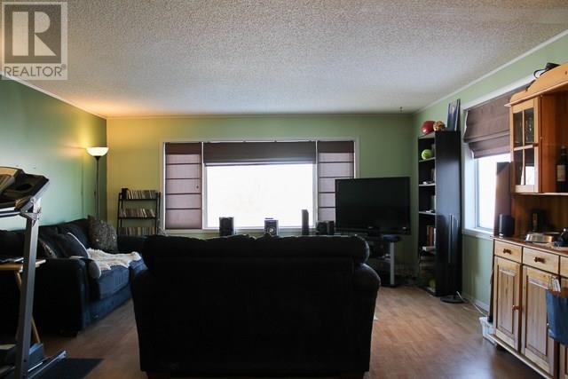 212 Park Ave, North Portal, Saskatchewan  S0C 1W0 - Photo 8 - SK713650