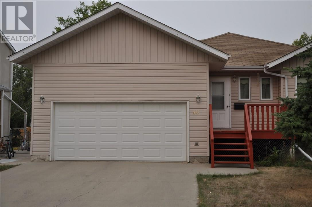 411 Edwards St, Weyburn, Saskatchewan  S4H 1H7 - Photo 3 - SK722811