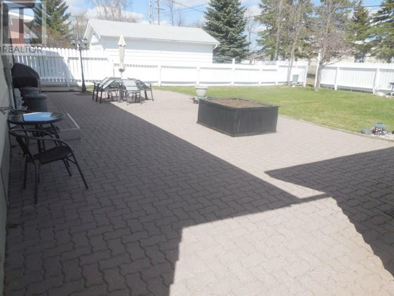 105 Empire Pl, Assiniboia, Saskatchewan  S0H 0B0 - Photo 3 - SK723199