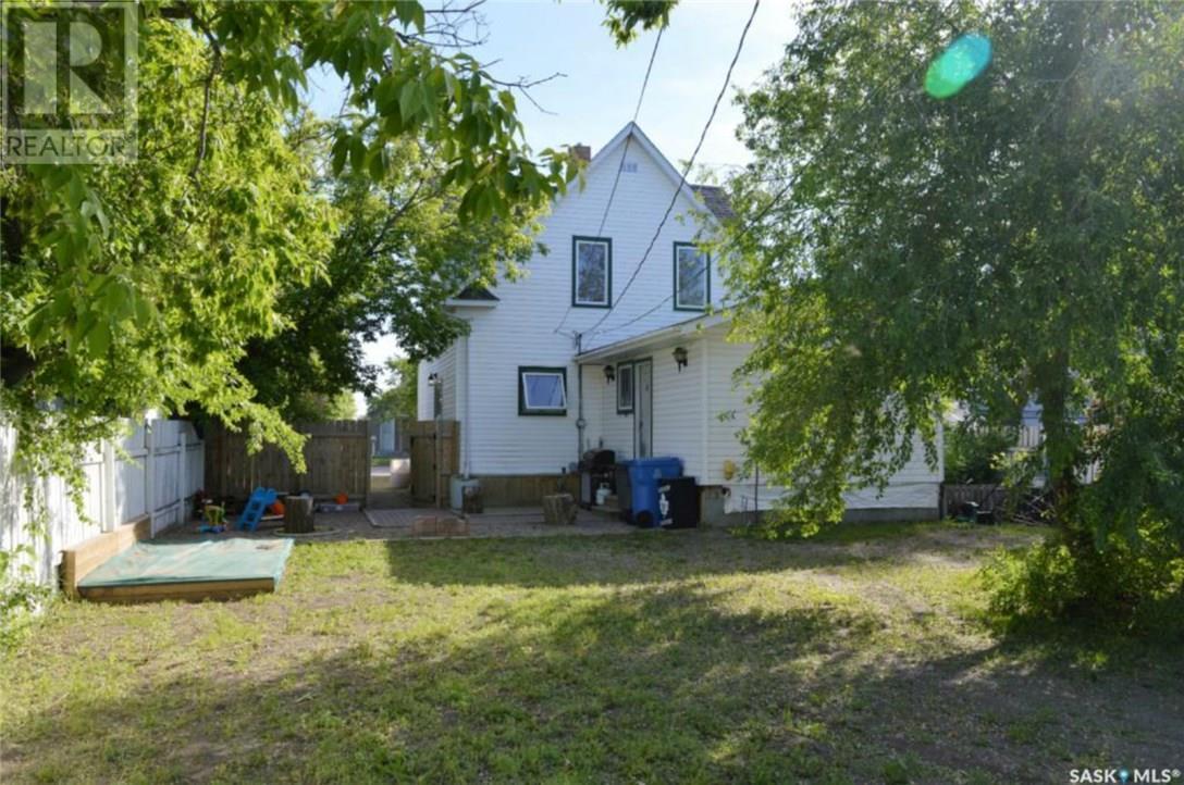 825 2nd St, Estevan, Saskatchewan  S4A 0L1 - Photo 34 - SK723919