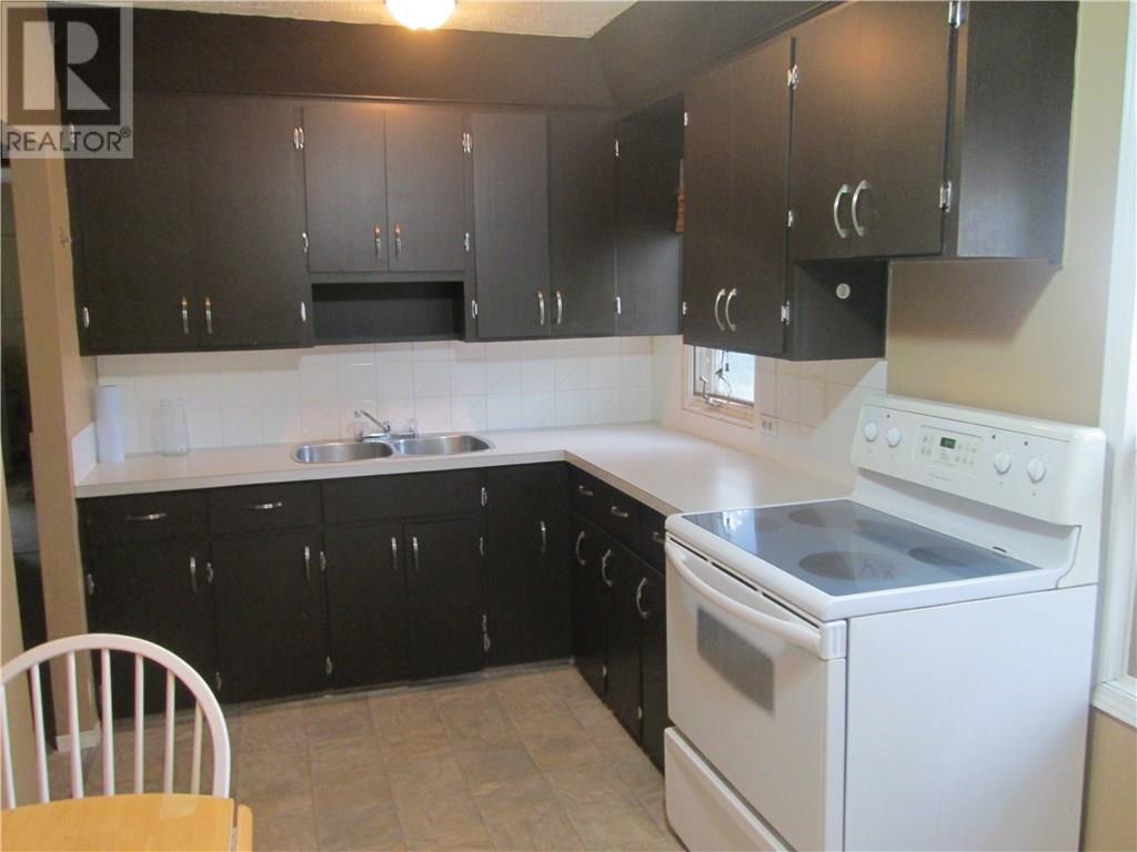1702 Royal St, Regina, Saskatchewan  S4T 5A7 - Photo 3 - SK724560