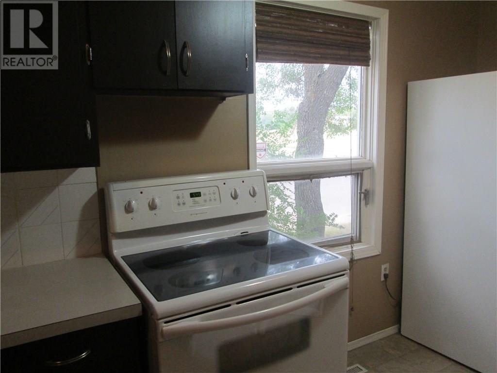 1702 Royal St, Regina, Saskatchewan  S4T 5A7 - Photo 6 - SK724560