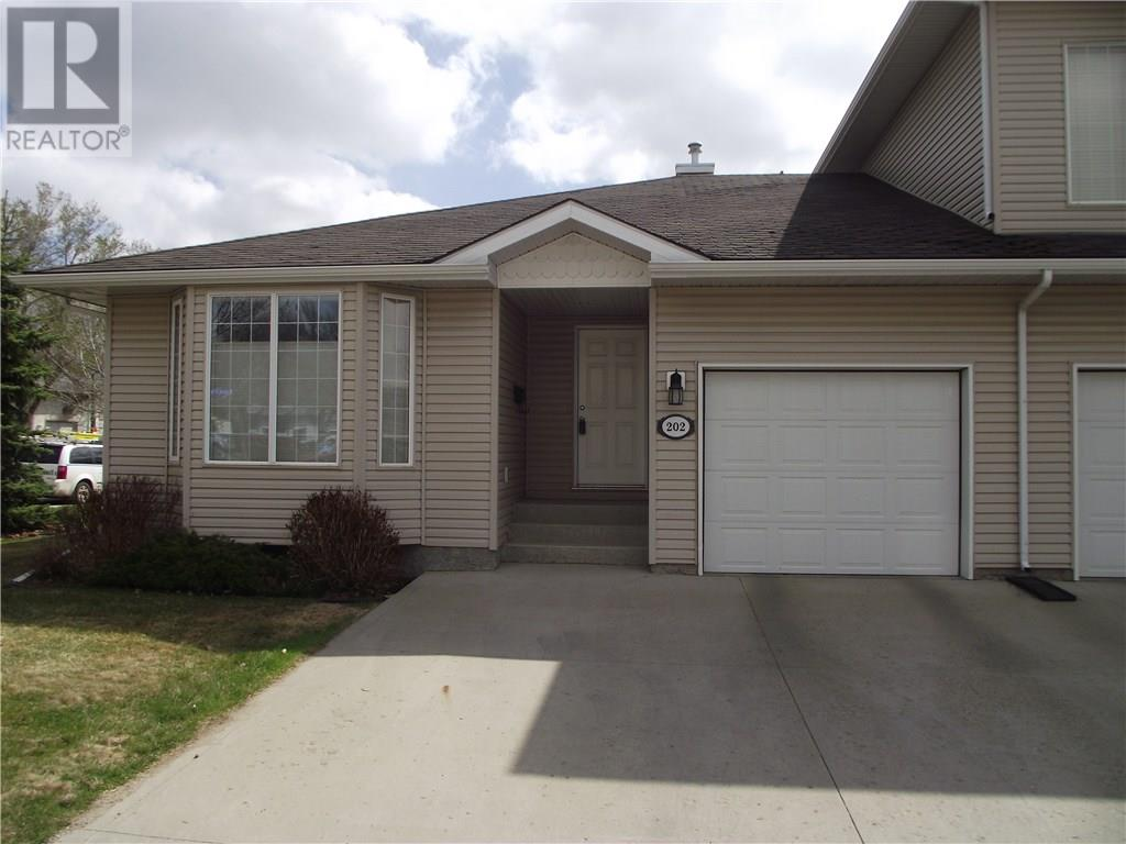202 Mount Royal Pl, Regina, Saskatchewan  S4T 7X9 - Photo 1 - SK725947