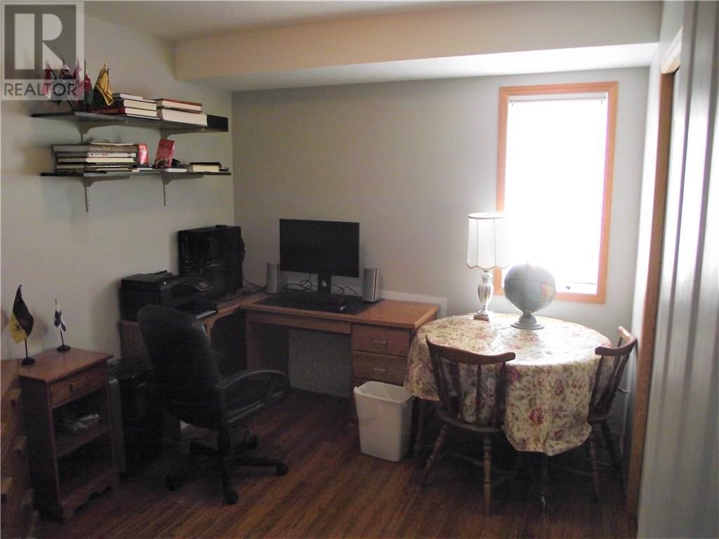 202 Mount Royal Pl, Regina, Saskatchewan  S4T 7X9 - Photo 10 - SK725947